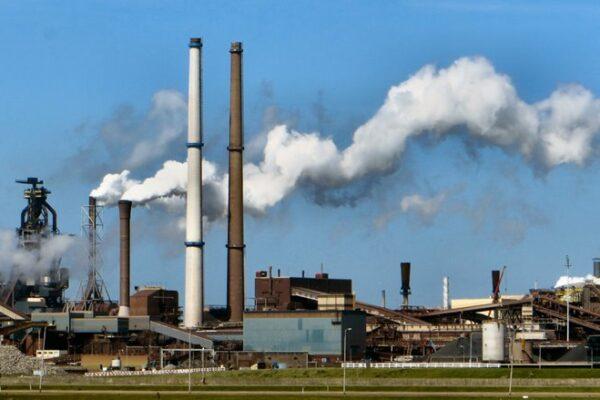 FNV: Compensatie extra CO2-emmissiekosten industrie moet blijven