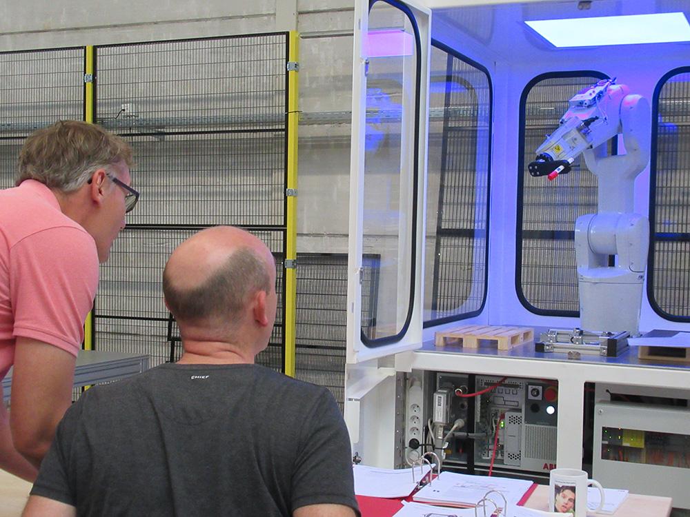 Veilig leren werken met robots
