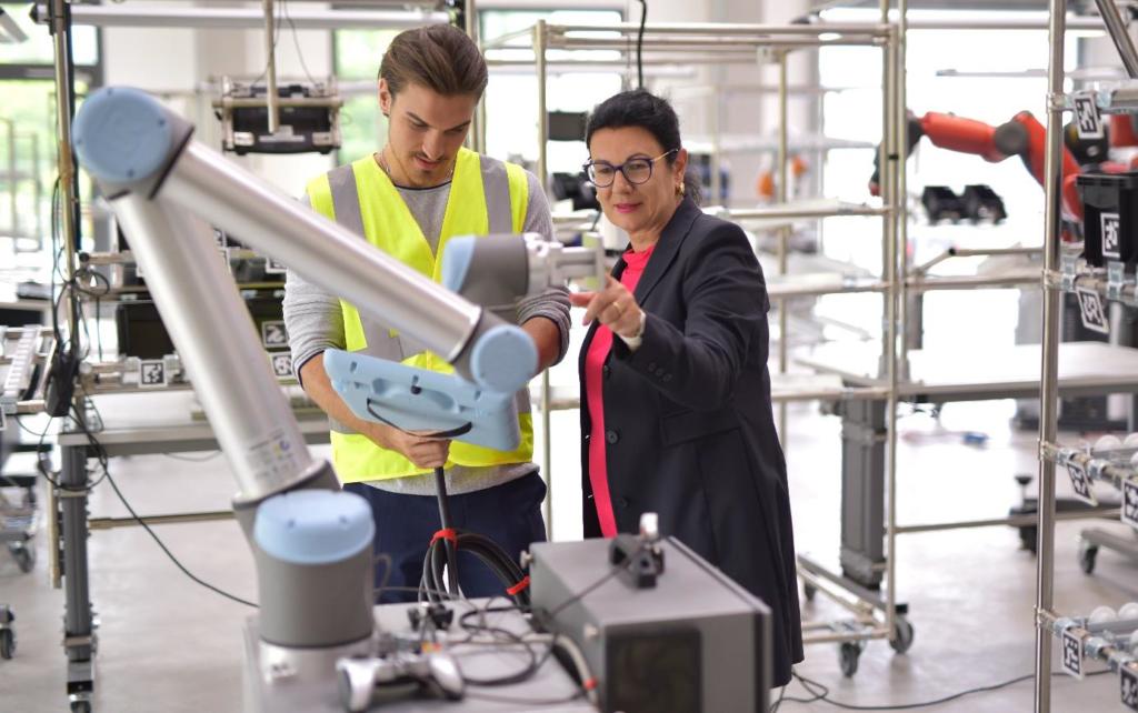 Katrin Schütz, staatssecretaris van Economische Zaken, Arbeid en Huisvesting van de Duitse deelstaat Baden-Württemberg, en Martijn van Gruijthuijsen, gedeputeerde van de Provincie NoordBrabant voor Economische Zaken, Onderwijs en Kennisontwikkeling, hebben gezamenlijk het startsein gegeven voor het eerste Duits-Nederlandse Fieldlab voor Smart Industry. De vorming van een netwerk tussen twee sterke Europese regio's is bedoeld om de uitwisseling en toepassingen op het gebied kunstmatige intelligentie (AI) tussen bedrijven te bevorderen.