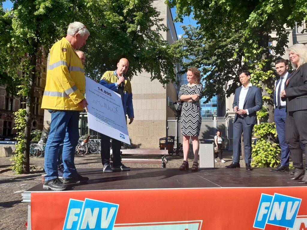 FNV en werknemers TataSteelNL met politiek vergroeningsrapport naar Tweede Kamer