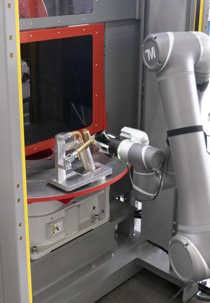 Valk Welding laat cobots samenwerken met lasrobot